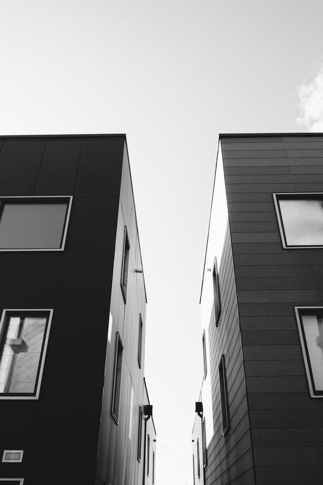 Store ejendomme for at illustrere køb af fast ejendom